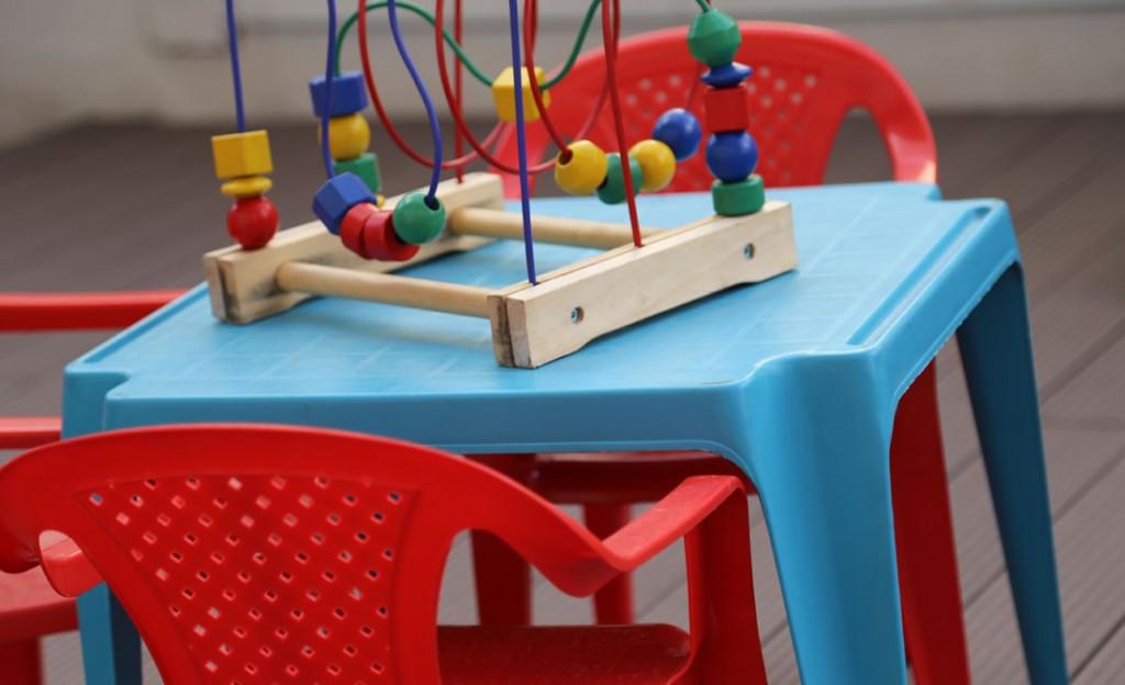 Coco y Manuela juegos niños Teresa pon la mesa