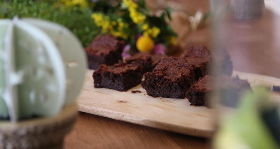 Foto: Kiwo Studio; Catering: Olive Alicante, Brownie de Remolacha