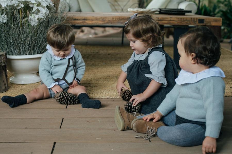 Mario, Manuela, Pablo, total look Sainte Calire. Foto Kiwo