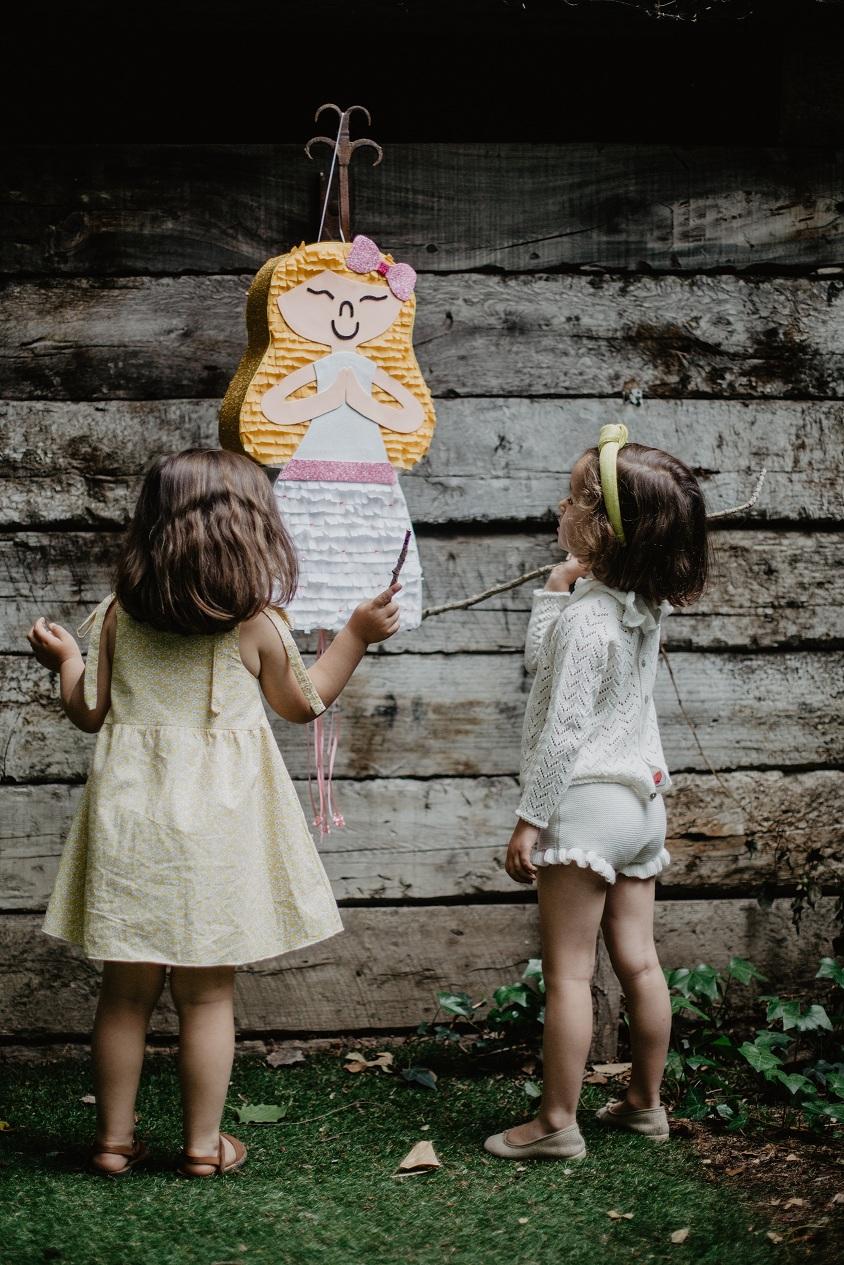 Coco y Manuela la Comunion Piñata de Los Caprichos de Goya
